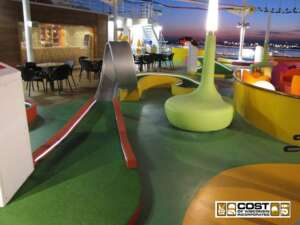 Black Light Miniature Golf4
